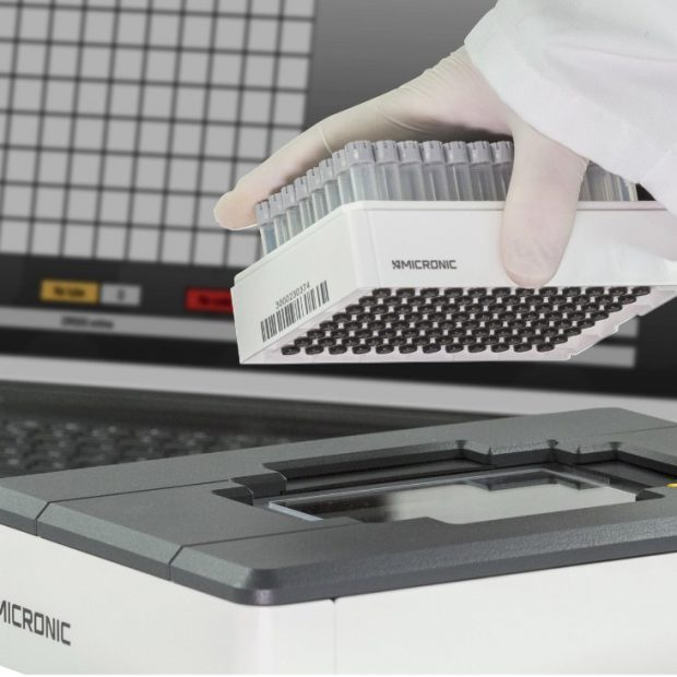 The DR500 rack reader by Micronic with the Micronic code reader software in the background