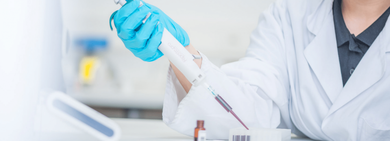 A researcher using a pipette and pipette tip from Ritter Medical in the lab